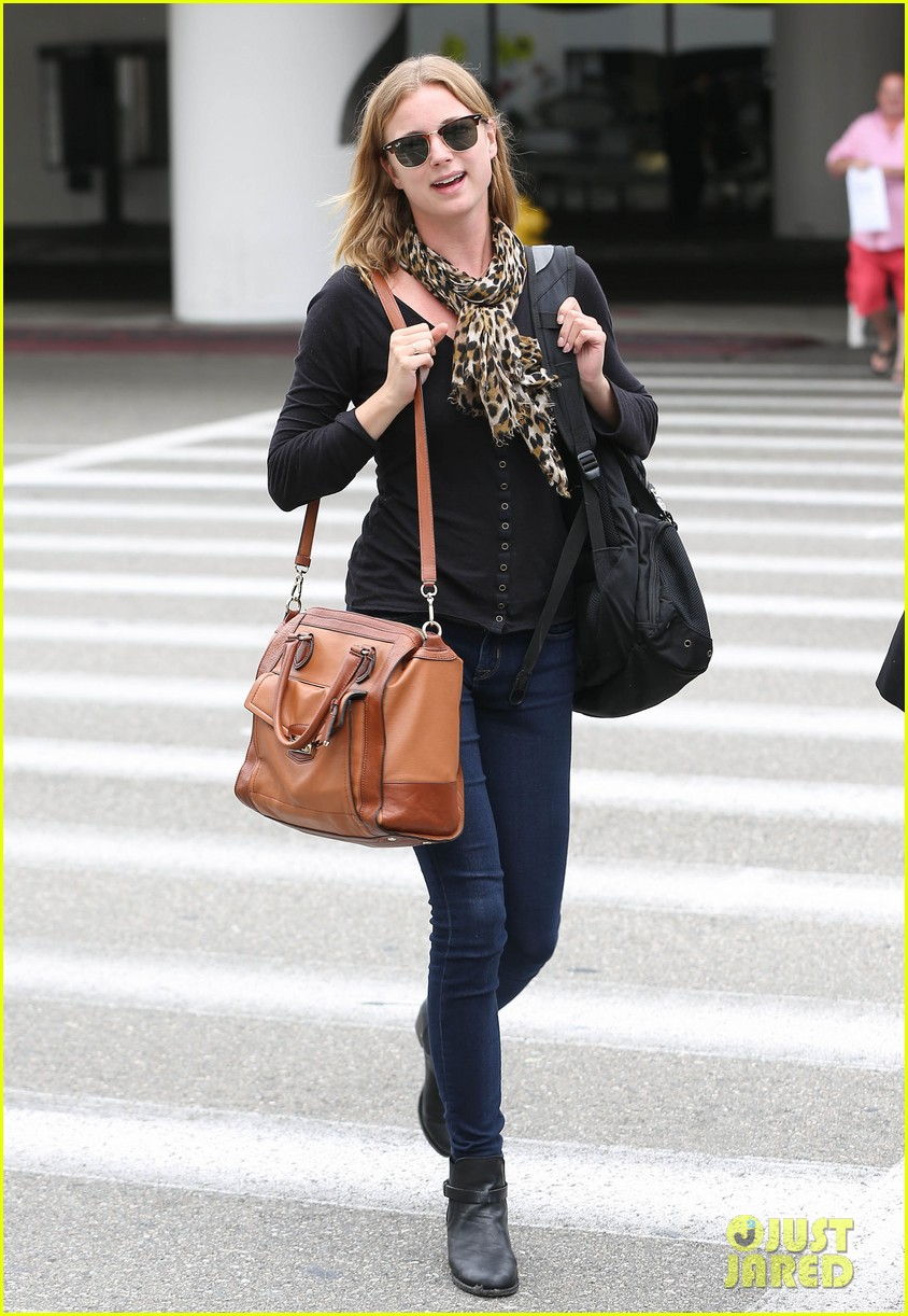 emily vancamp wraps filming girl in the book in nyc 032905674