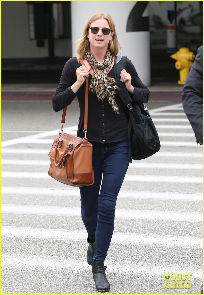 emily vancamp wraps filming girl in the book in nyc 082905679