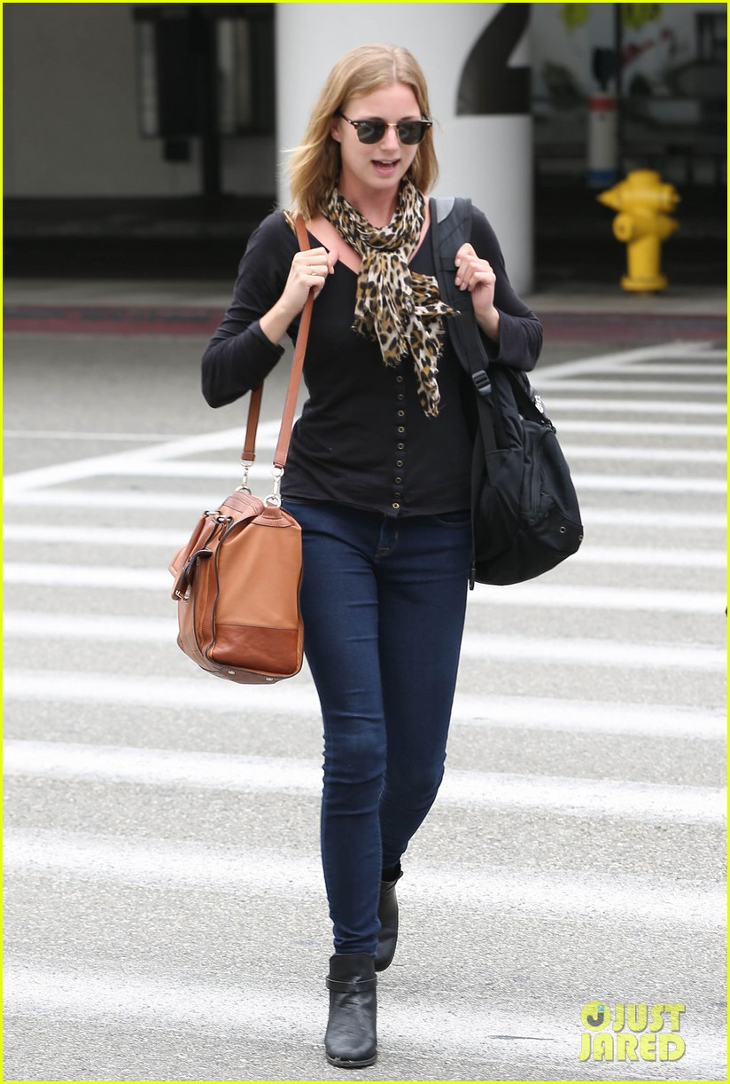 emily vancamp wraps filming girl in the book in nyc 09