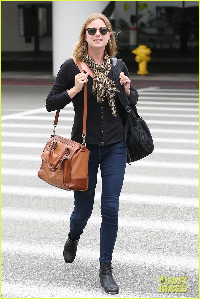 emily vancamp wraps filming girl in the book in nyc 102905681