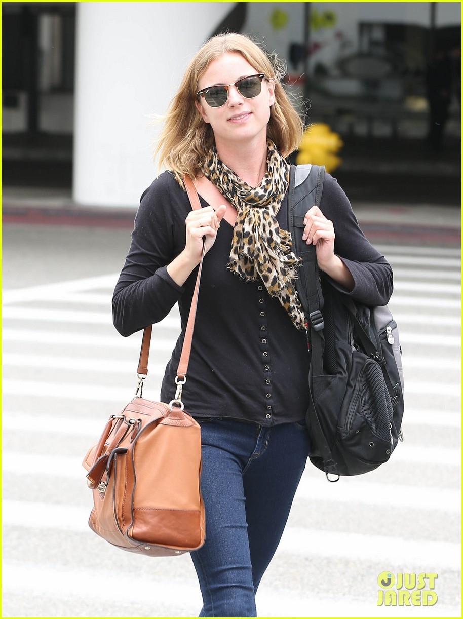 emily vancamp wraps filming girl in the book in nyc 122905683