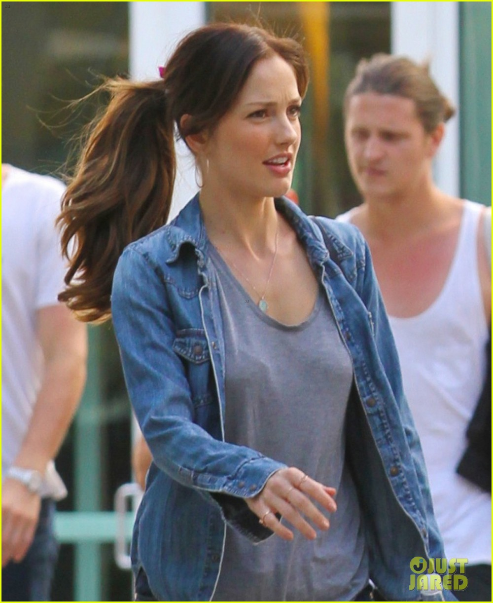 minka kelly grabs chris evans chest at the movies 032904763