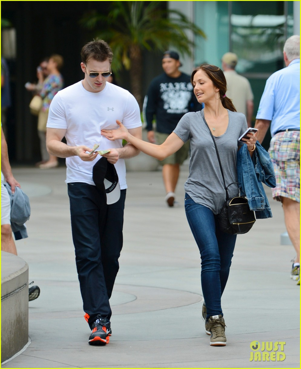 minka kelly grabs chris evans chest at the movies 042904764