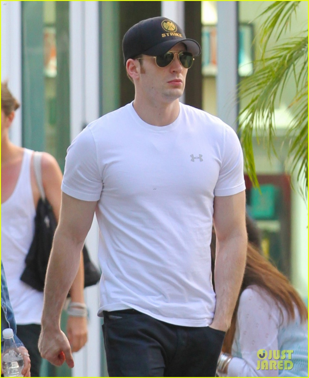 minka kelly grabs chris evans chest at the movies 052904765