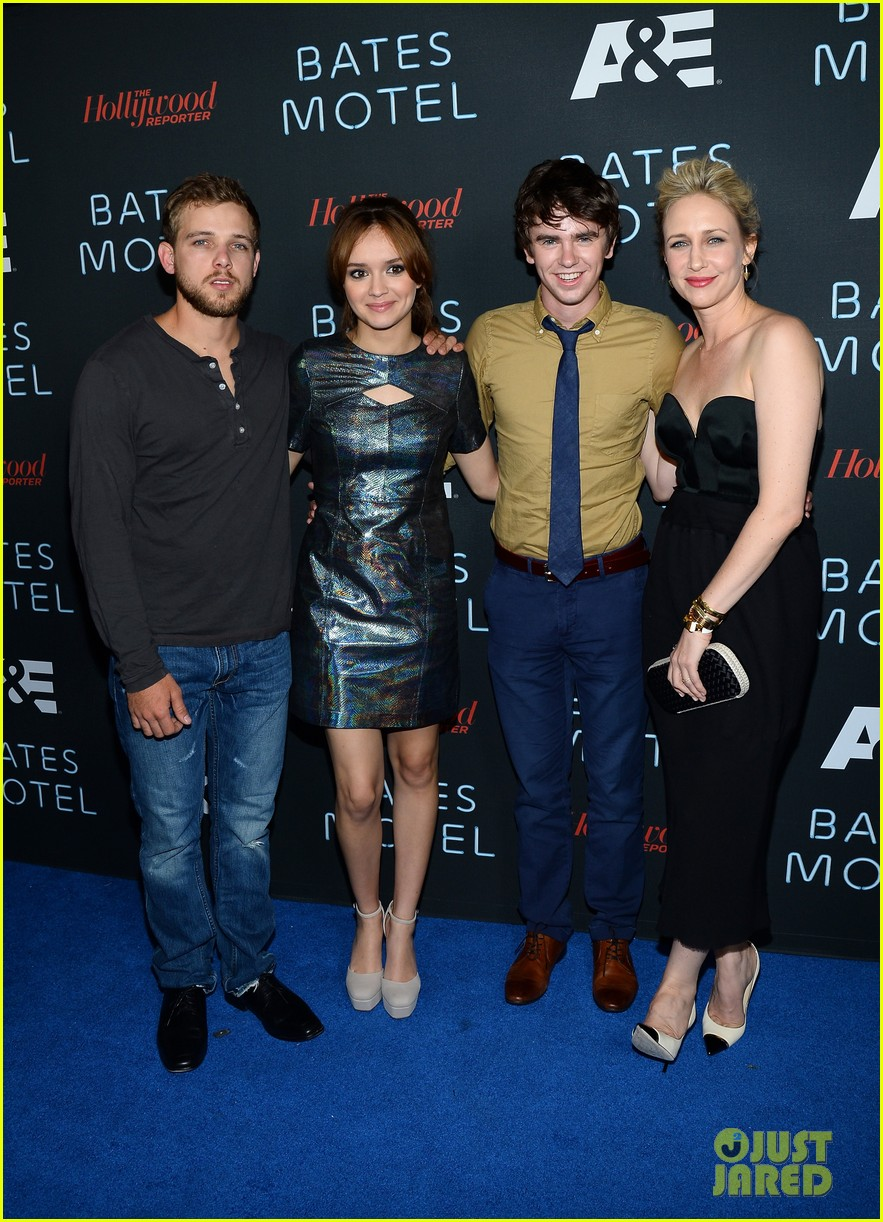 vera farmiga freddie highmore bates motel comic con party 032913579