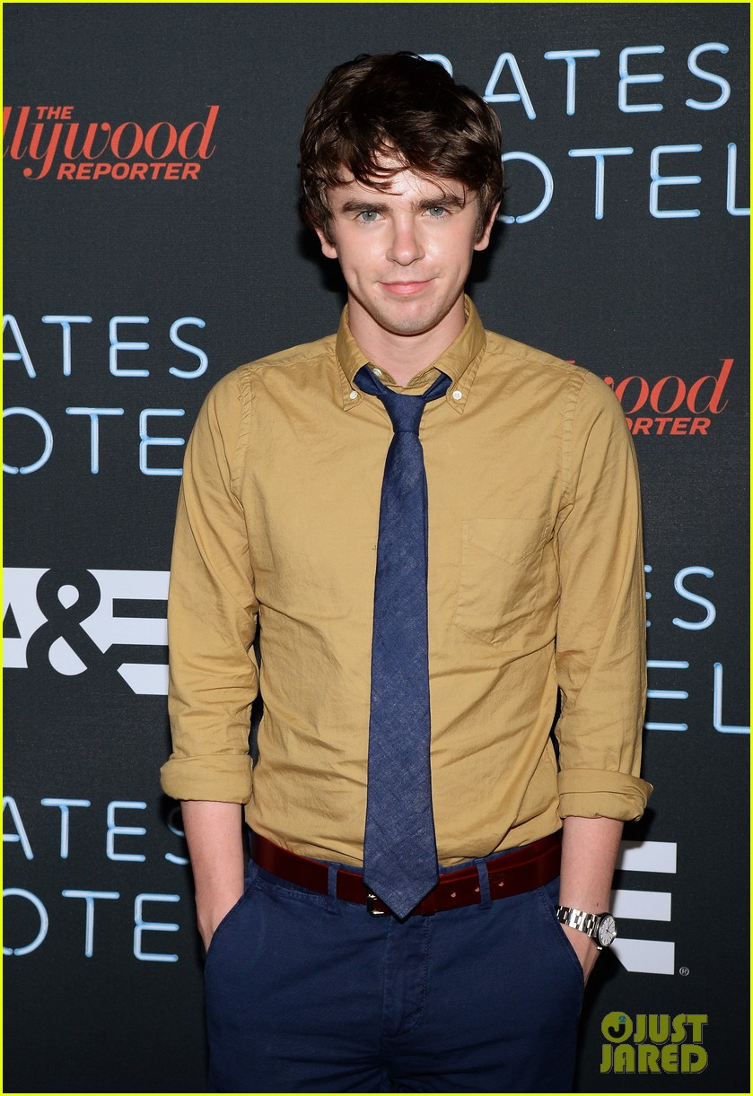 vera farmiga freddie highmore bates motel comic con party 142913590