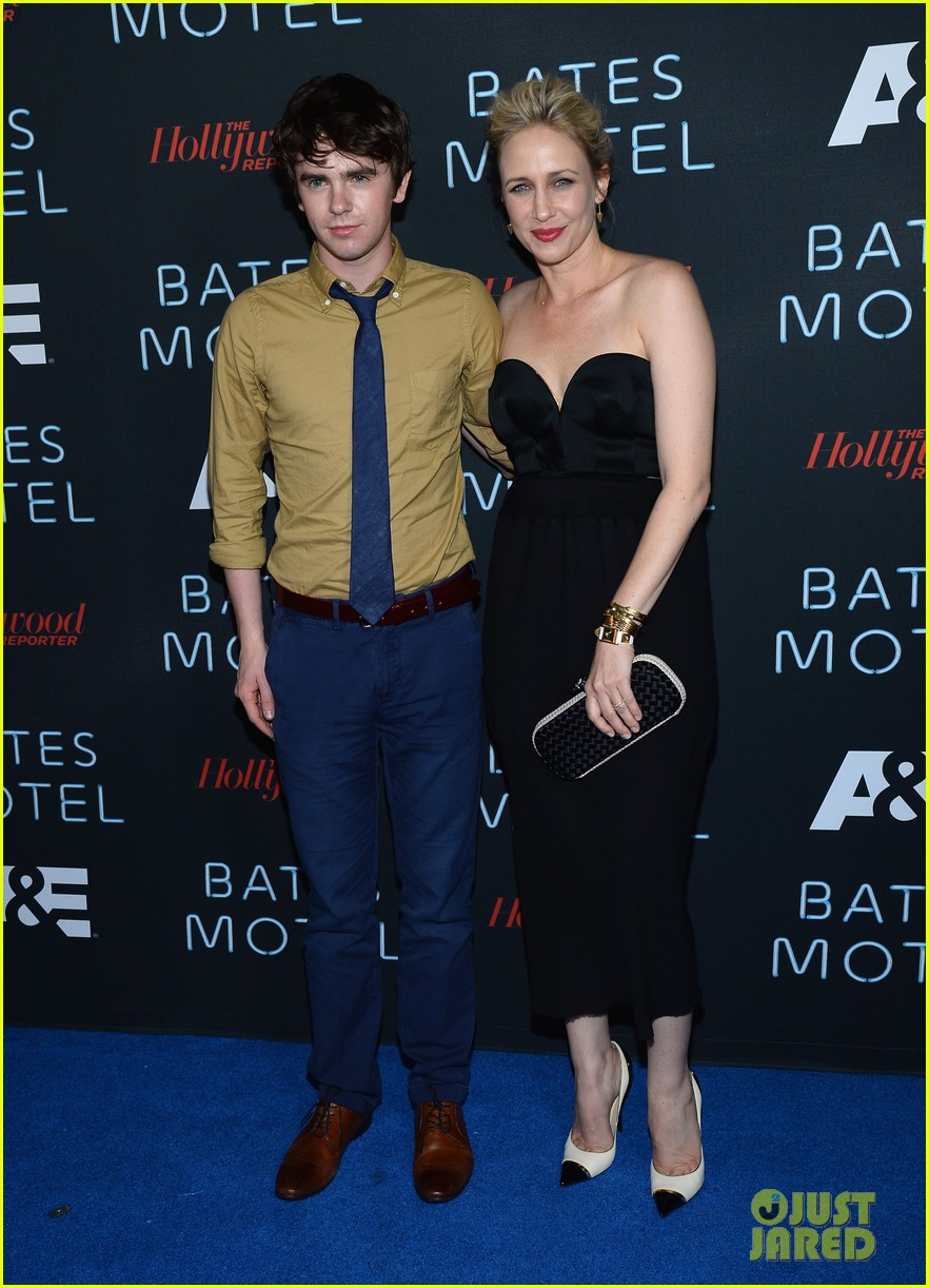 vera farmiga freddie highmore bates motel comic con party 172913593