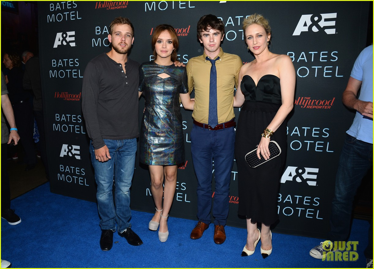 vera farmiga freddie highmore bates motel comic con party 192913595