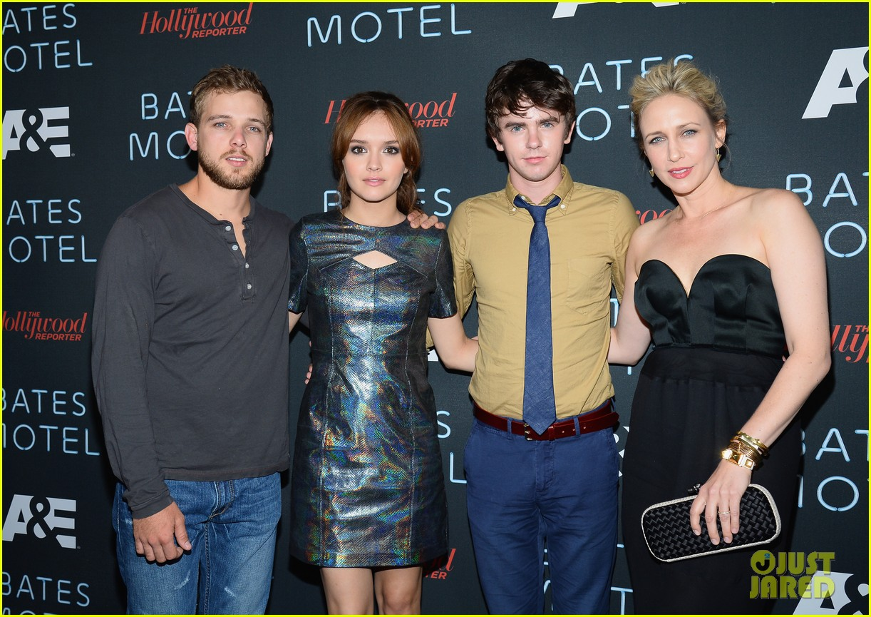 vera farmiga freddie highmore bates motel comic con party 202913596