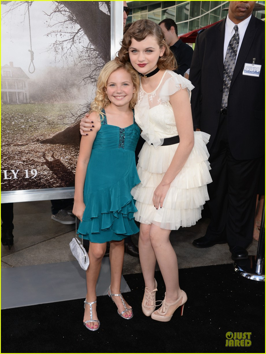 vera farmiga joey king the conjuring hollywood premiere 032910171