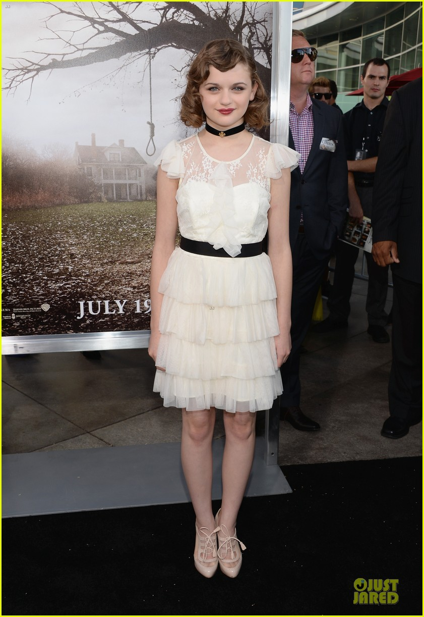 vera farmiga joey king the conjuring hollywood premiere 162910184