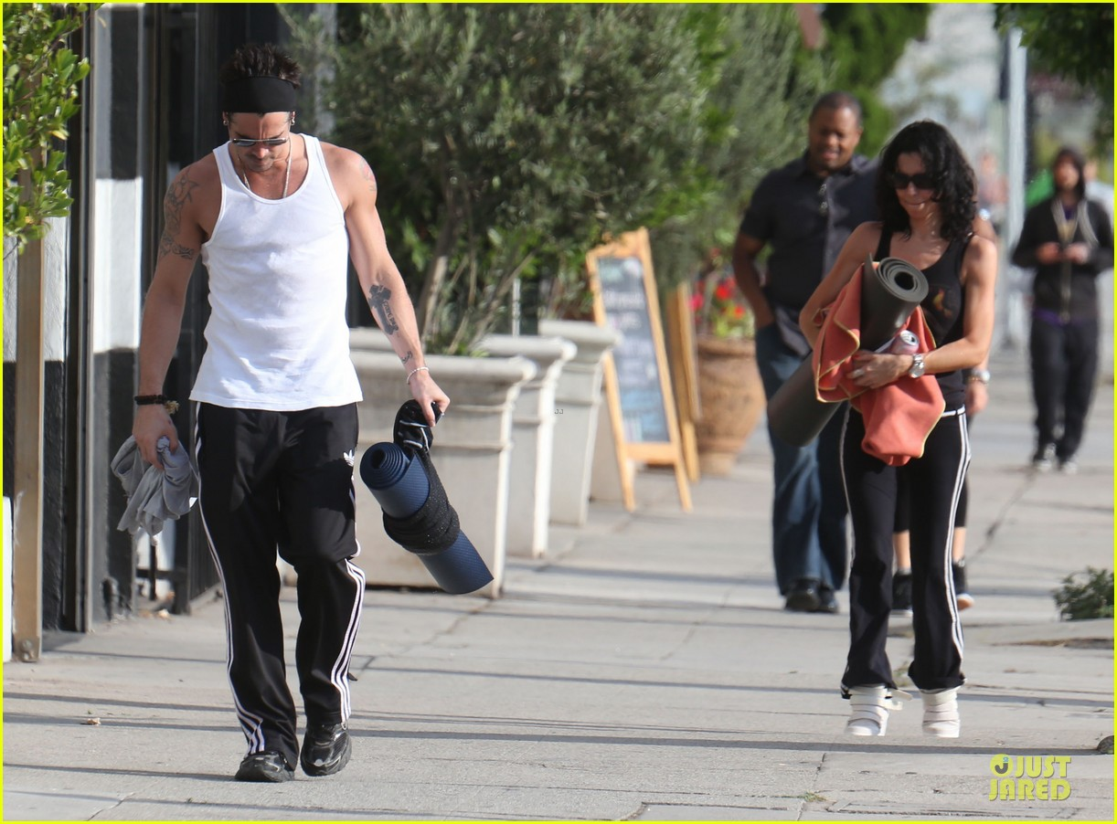 colin farrell buff yoga session with sister claudine 082918016