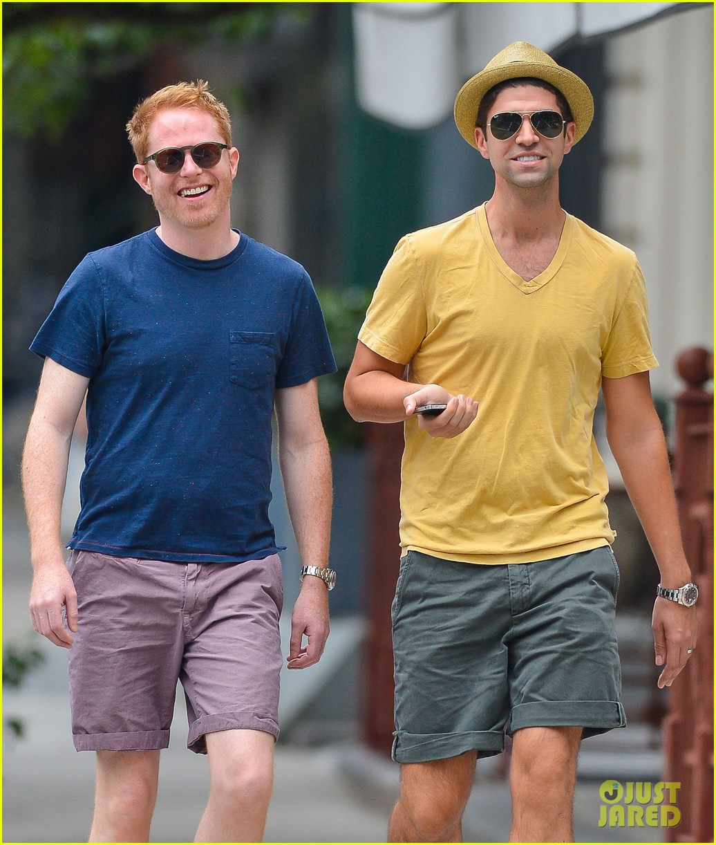 jesse tyler ferguson justin mikita newlyweds in new york 02