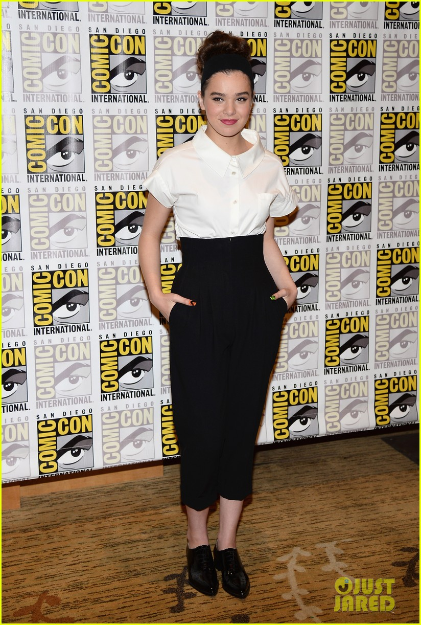 hailee steinfeld harrison ford enders game at comic con 012911660