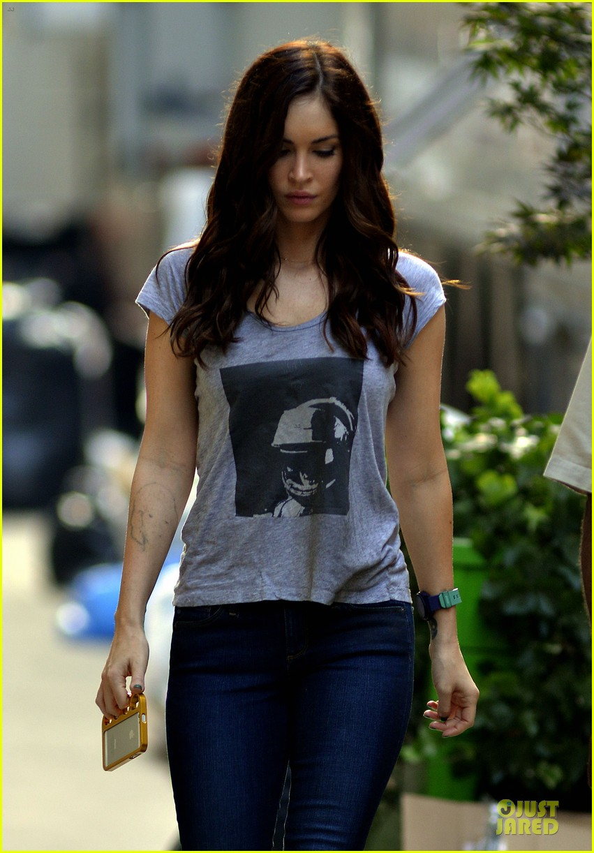 megan fox ellen degeneres show supporter 072912772