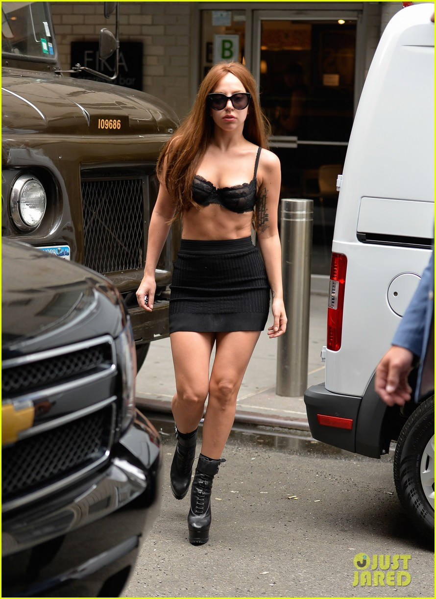 lady-gaga-wears-bra-as-shirt-in-new-york