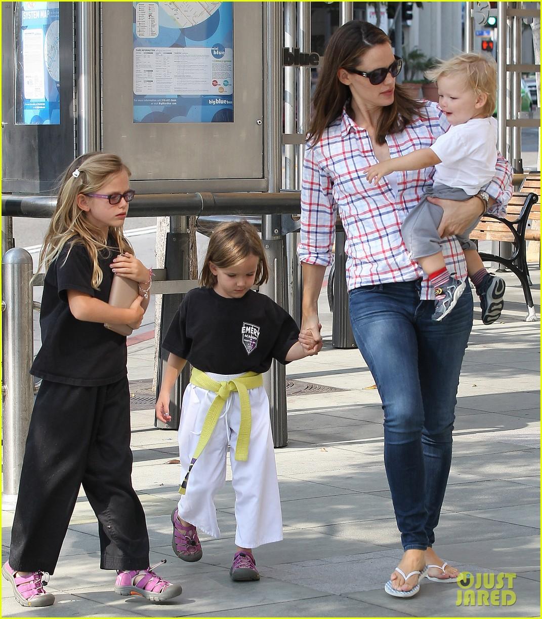 jennifer garner is back with the kids after big apple trip 012914245