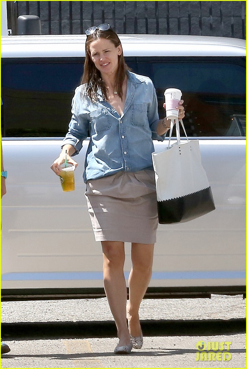 jennifer garner ben affleck matt damon start new production company 10