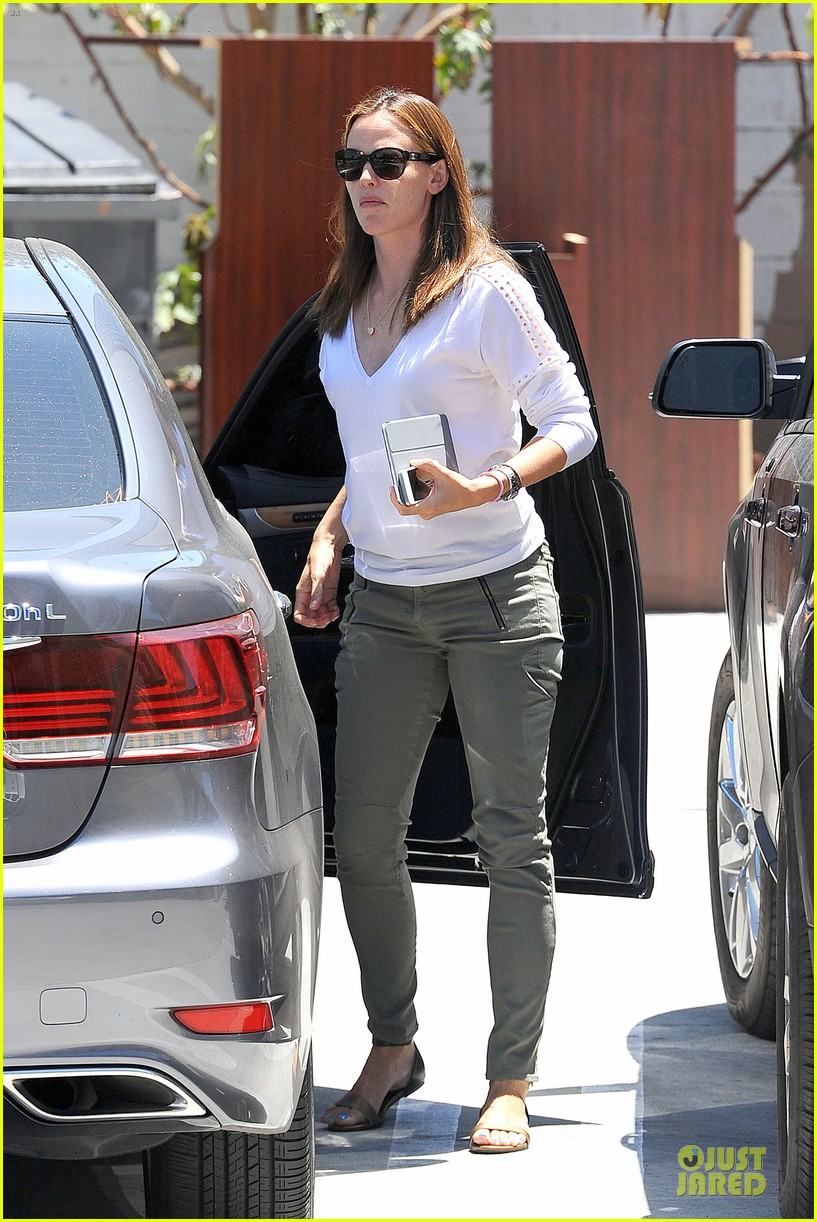 jennifer garner ben affleck lawyers office after max mara news 072910489