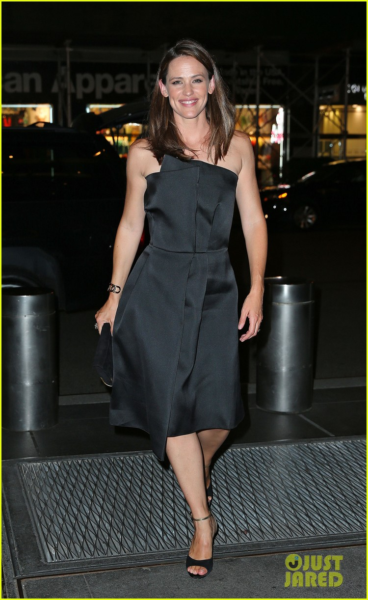 jennifer garner stuns at max mara dinner in new york 012911942