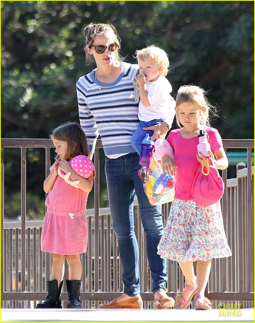 jennifer garner kids park date after jimmy kimmel wedding 012910024