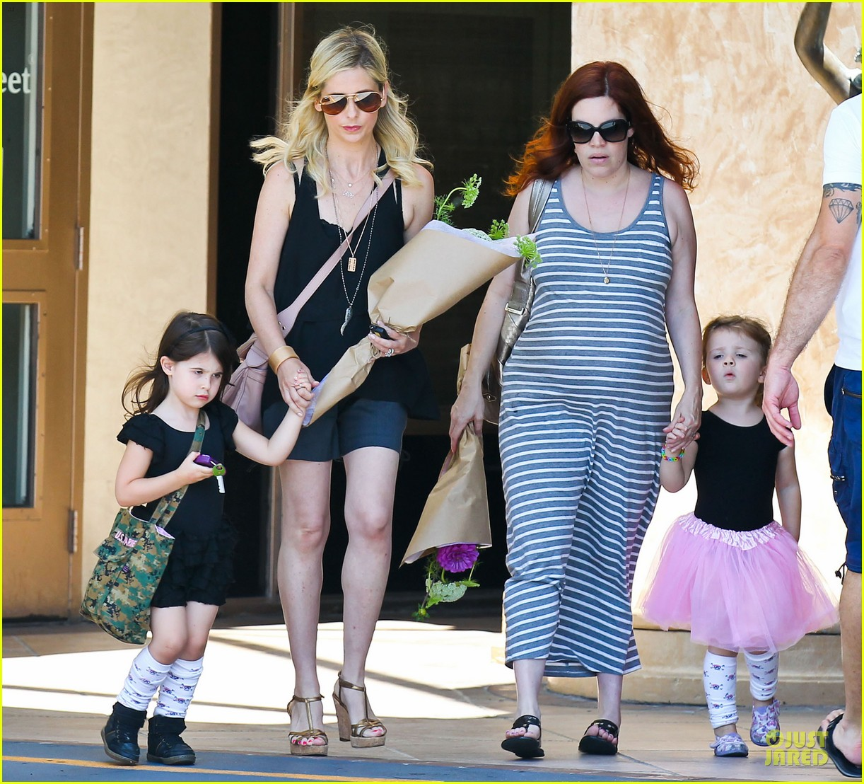 sarah michelle gellar flying with two kids alone is my latest milestone 032909016