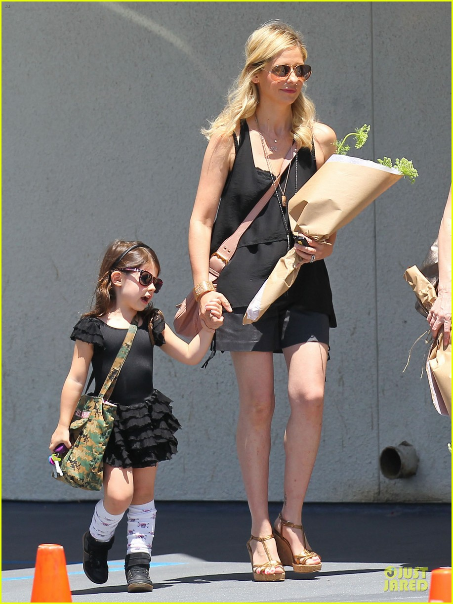 sarah michelle gellar flying with two kids alone is my latest milestone 042909017