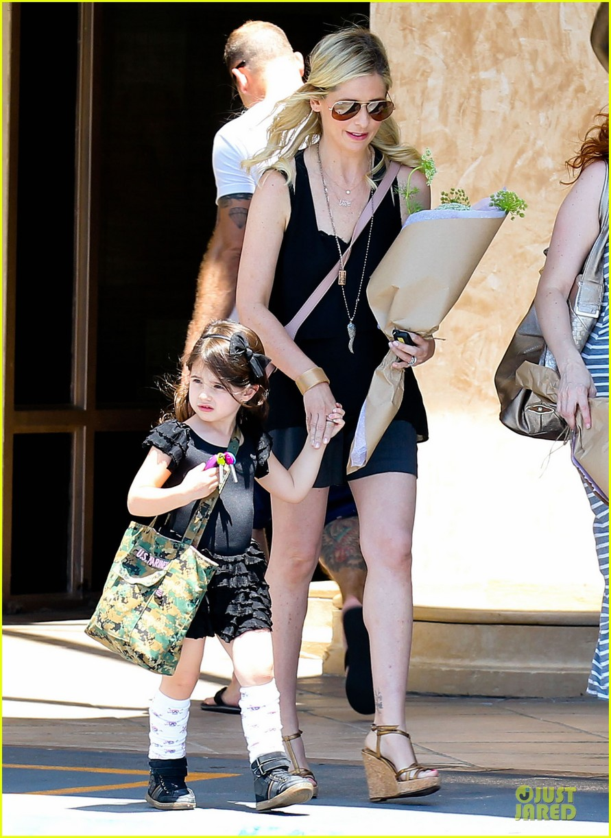 sarah michelle gellar flying with two kids alone is my latest milestone 072909020