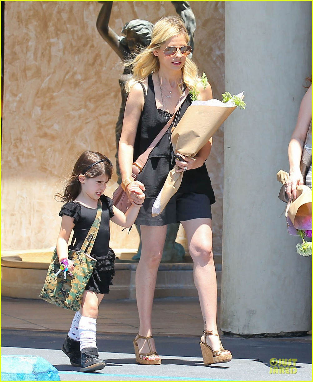 sarah michelle gellar flying with two kids alone is my latest milestone 082909021