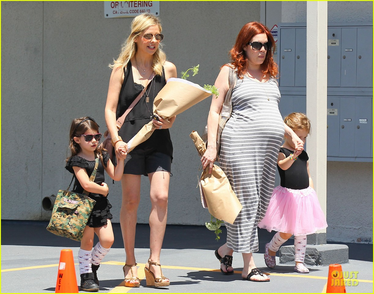 sarah michelle gellar flying with two kids alone is my latest milestone 132909026