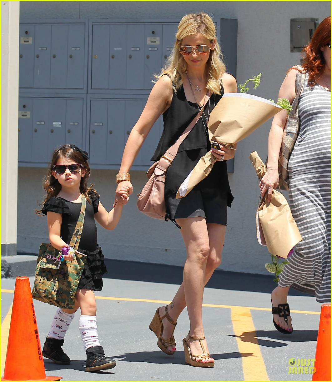 sarah michelle gellar flying with two kids alone is my latest milestone 162909029