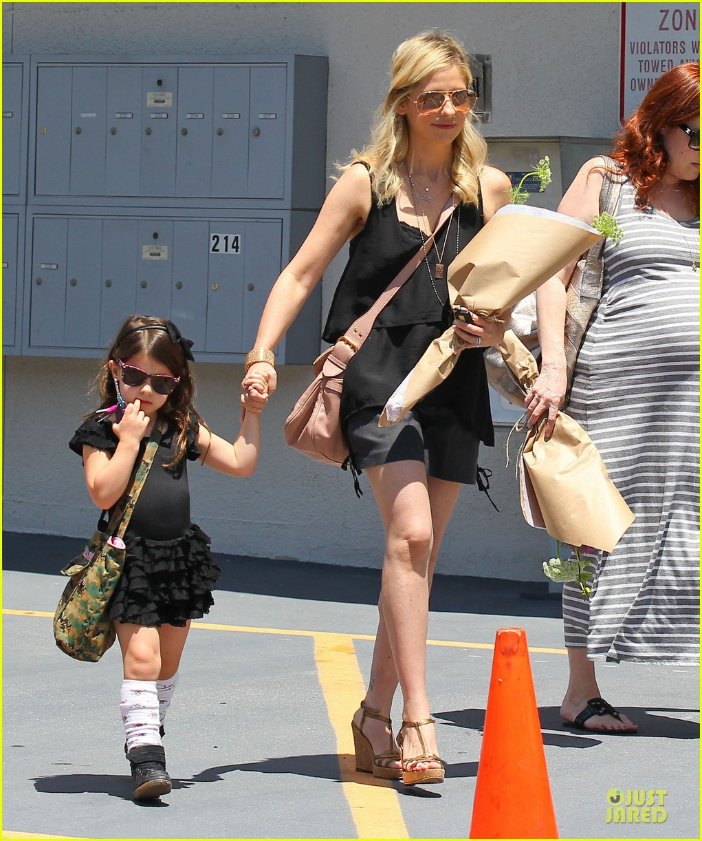 sarah michelle gellar flying with two kids alone is my latest milestone 172909030