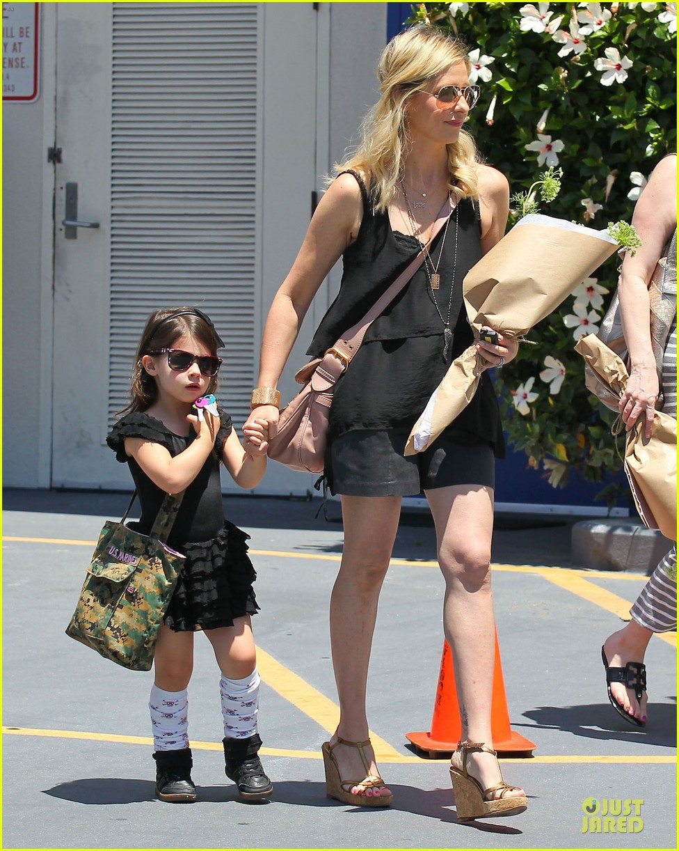 sarah michelle gellar flying with two kids alone is my latest milestone 192909032