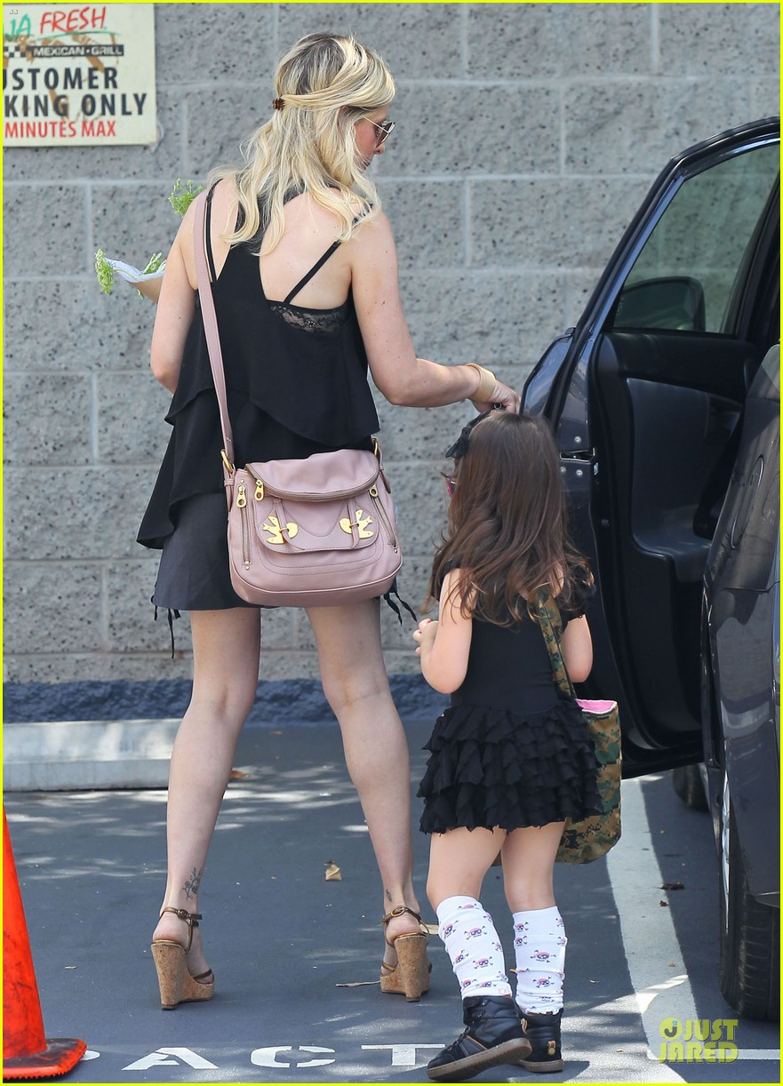 sarah michelle gellar flying with two kids alone is my latest milestone 222909035