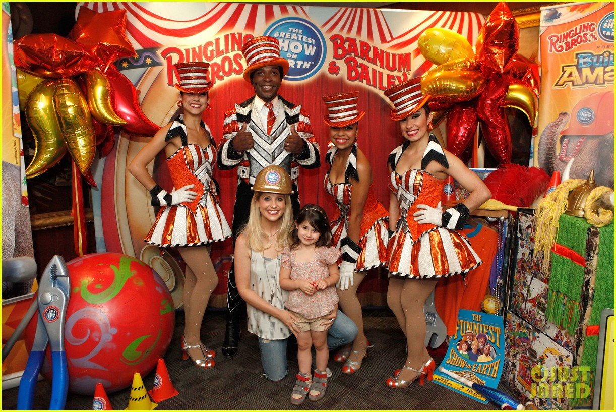 sarah michelle gellar neil patrick harris circus with the kids 012909710
