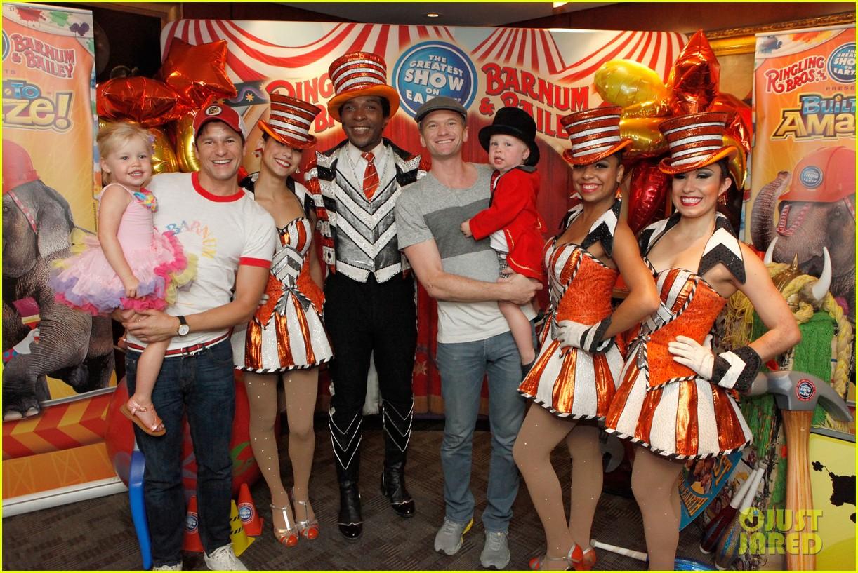 sarah michelle gellar neil patrick harris circus with the kids 042909713