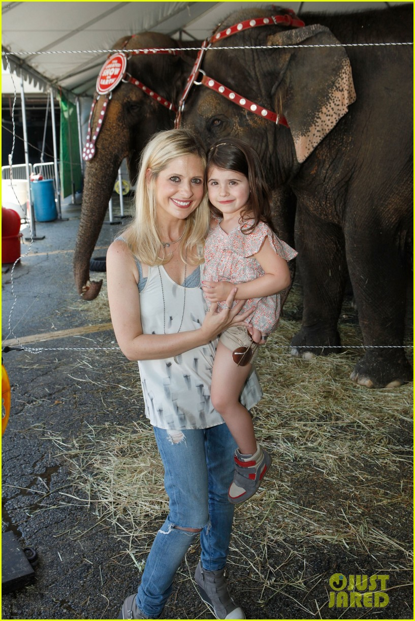 sarah michelle gellar neil patrick harris circus with the kids 05