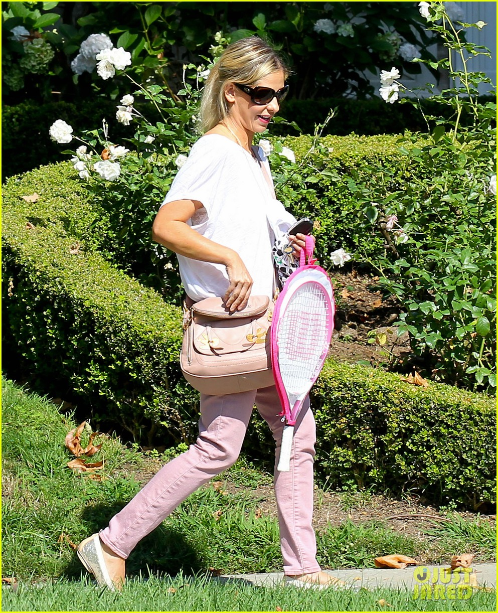 sarah michelle gellar tracked down robin williams for crazy ones 012915747