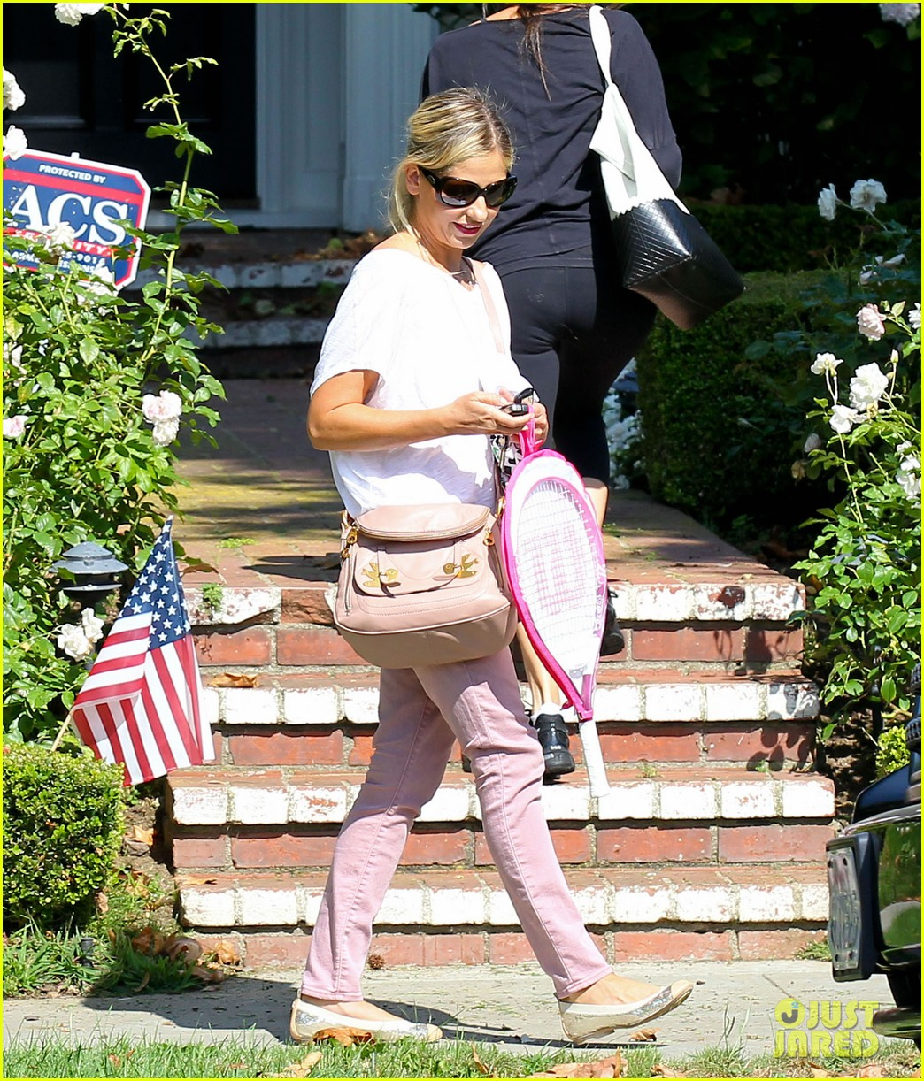 sarah michelle gellar tracked down robin williams for crazy ones 122915758