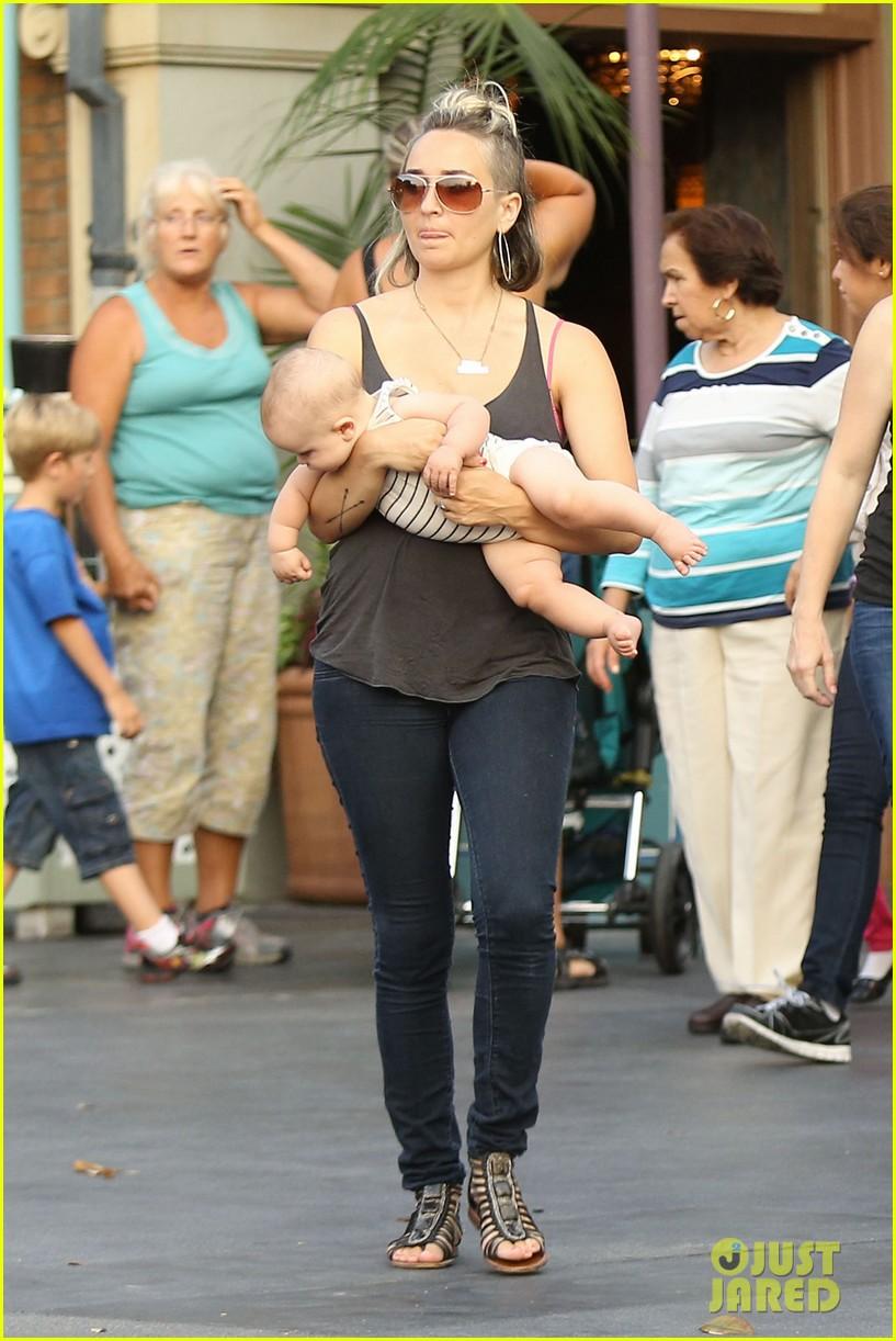cam gigandet debuts baby rekker on family disney trip 032902532