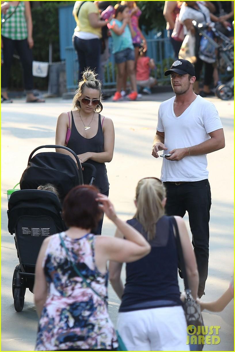 cam gigandet debuts baby rekker on family disney trip 282902557