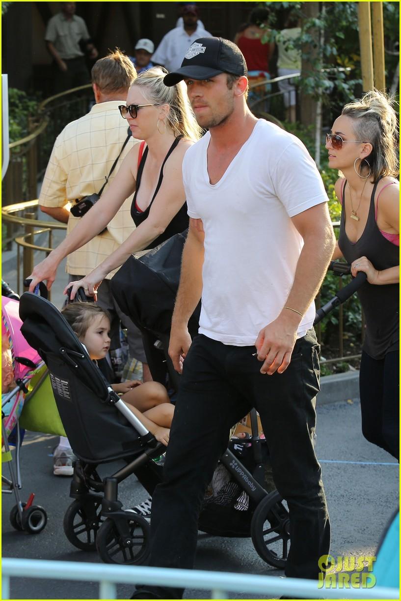 cam gigandet debuts baby rekker on family disney trip 342902563