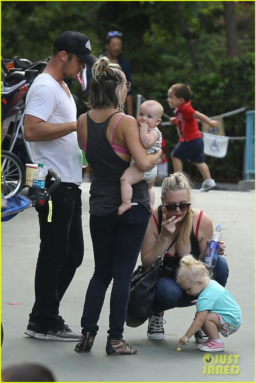 cam gigandet debuts baby rekker on family disney trip 372902566
