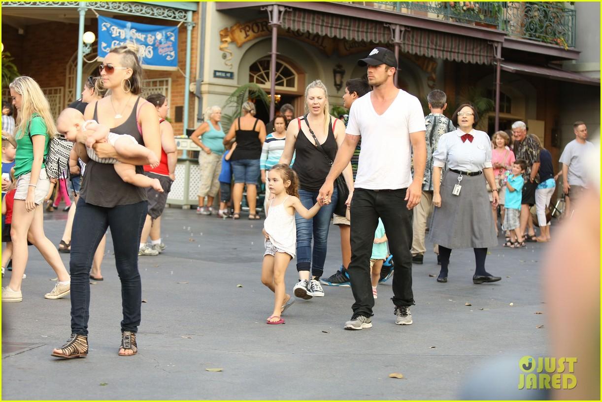 cam gigandet debuts baby rekker on family disney trip 402902569