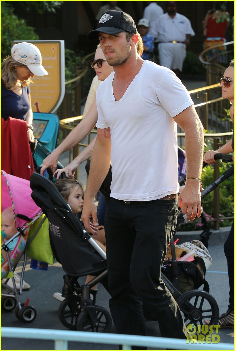cam gigandet debuts baby rekker on family disney trip 442902573