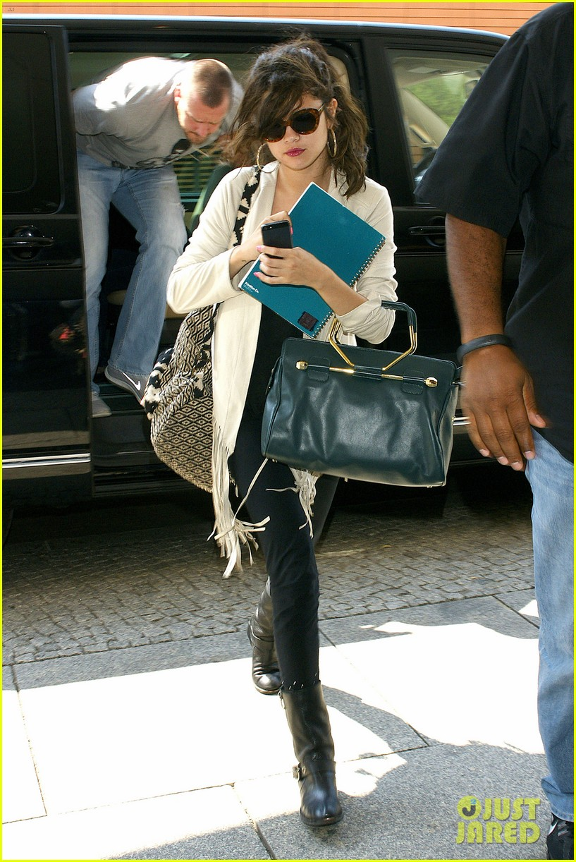 selena gomez catches flight to attend adidas neo launch 032906081