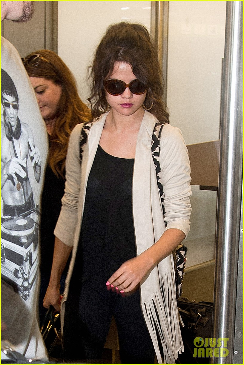 selena gomez catches flight to attend adidas neo launch 042906082