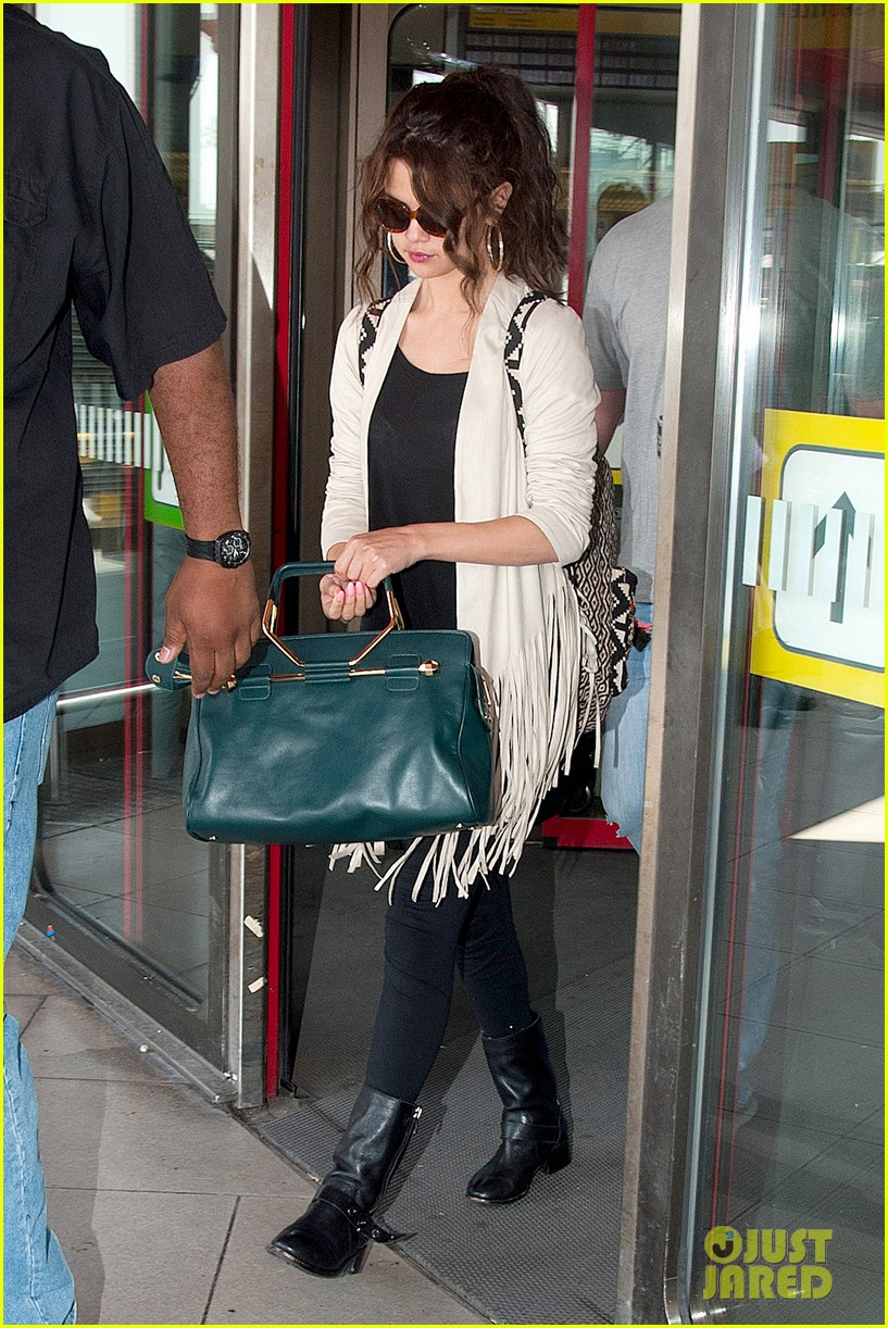 selena gomez catches flight to attend adidas neo launch 112906089