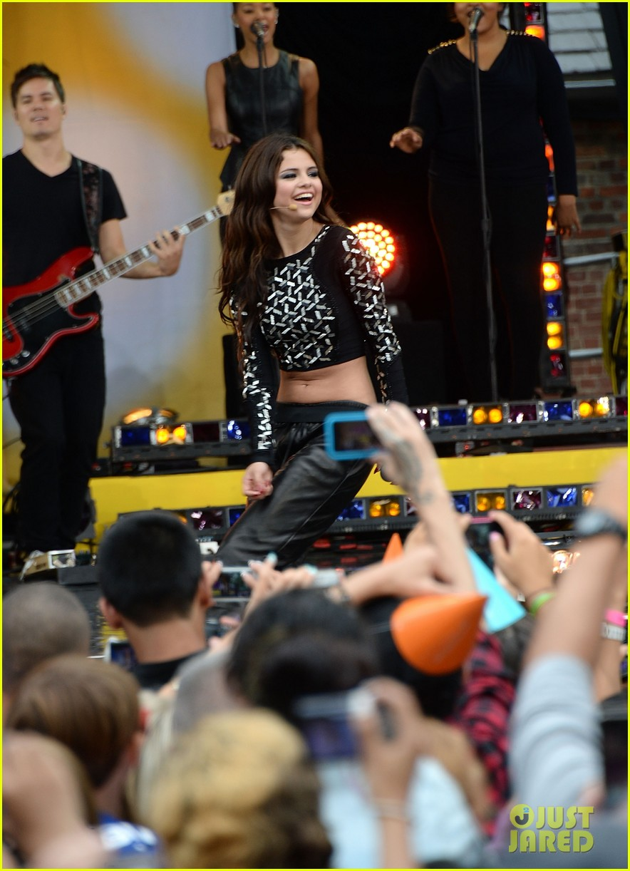 selena gomez good morning america concert 042917363