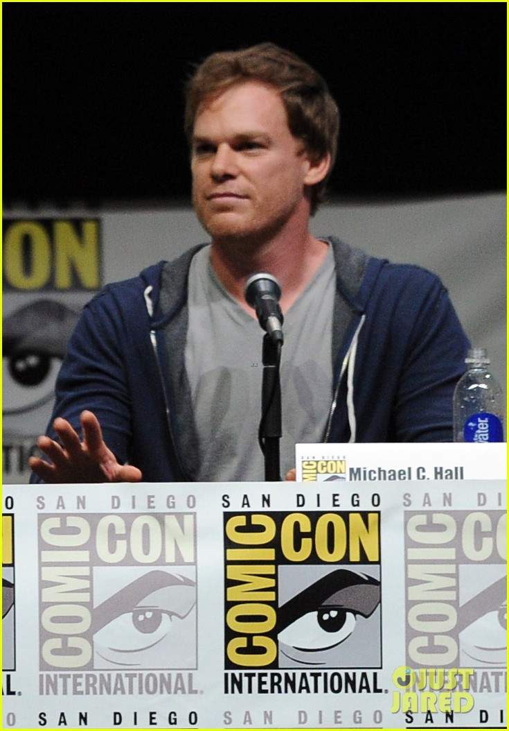 michael c hall jennifer carpenter dexter comic con panel 012912351